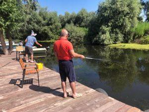 Pescuit pe ponton in Delta Dunarii