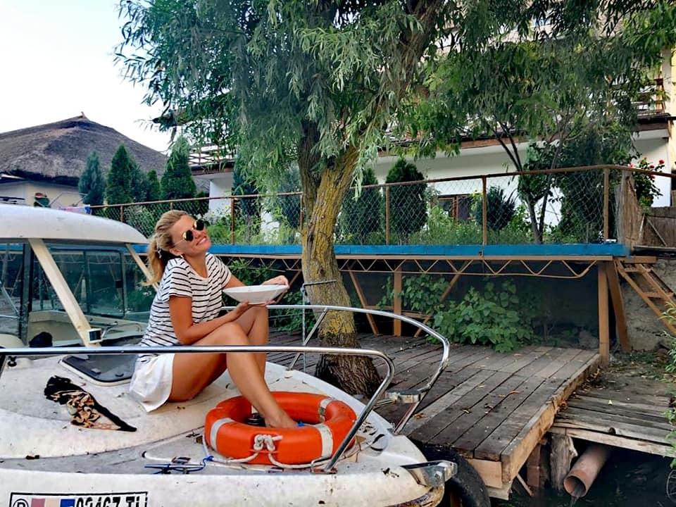 paste cu peste, barca, ponton, pescuit, piscina, delta dunarii, paradise delta house