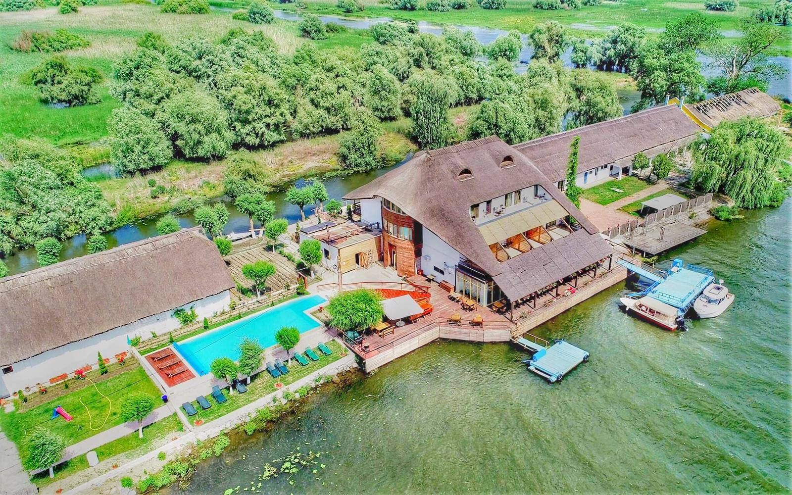 Insula din Mila 23, cazare cu piscina