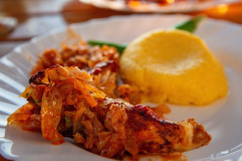 Mamaliguta cu varza si peste - Mamaliguta cu varza si peste servite pe malul Deltei Dunarii la Paradise Delta House